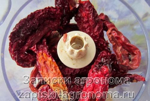 Измельчение красного острого перца